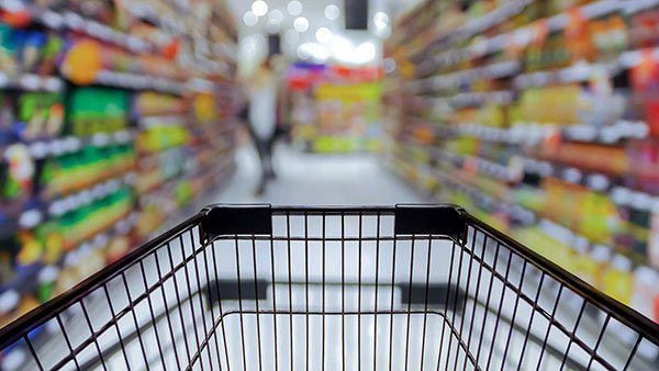 What should I pay attention to when I push the supermarket shopping cart up the escalator?